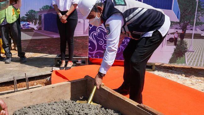 Gubernur Kepri Ansar Ahmad melakukan acara groundbreaking pembangunan gudang industri kapal Hoverwing (WIG) oleh PT Bintan Bahari Industri.