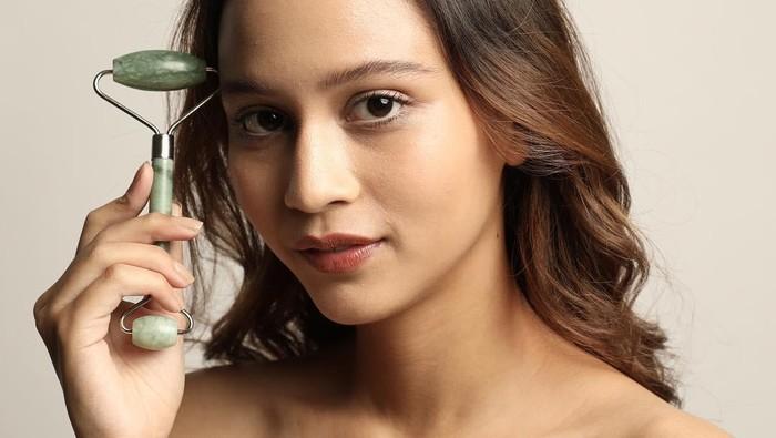 3 Beauty Tool dari Brand Lokal untuk Perawatan Antiaging, Kulit Jadi Kencang dan Awet Muda!