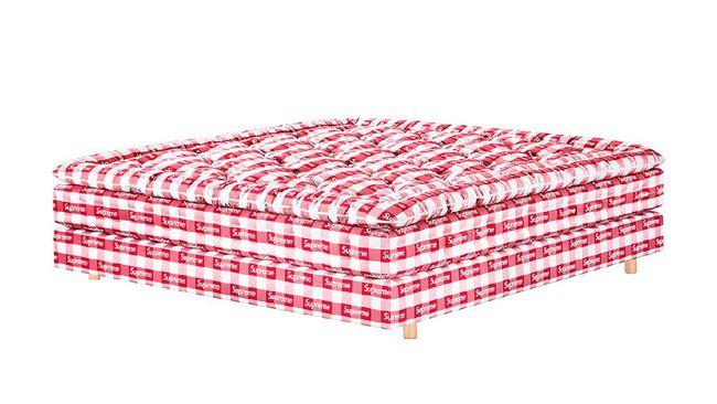 Supreme menambah rangkaian koleksi berupa tempat tidur dengan harga capai ratusan juta rupiah. Seperti apa kasur tersebut?