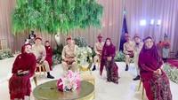 <p>Acara lamaran Ria Ricis dan Teuku Ryan bernuansa Islami dan memakai adat Aceh, Bunda. Ini mengingat keluarga Teuku Ryanberasal dariAceh. (Foto: Instagram @okisetianadewi)</p>