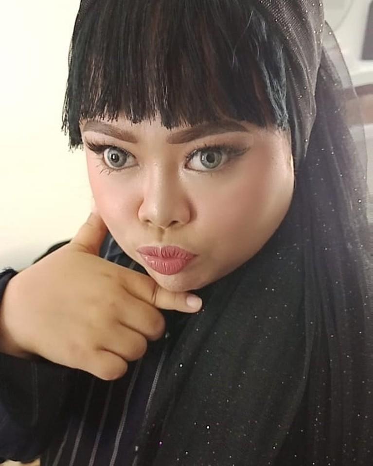 Kekeyi kembali membuat karya baru yang bikin heboh. Ia meniru MV Lisa BLACKPINK berjudul 'Lalisa'. Yuk intip penampilannya!