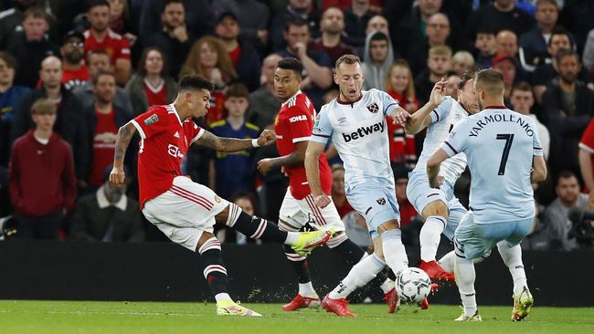 Ole Gunnar Solskjaer gagal membawa Manchester United melangkah lebih jauh di Piala Liga. Berikut meme lucu yang beredar usai momen tersebut.