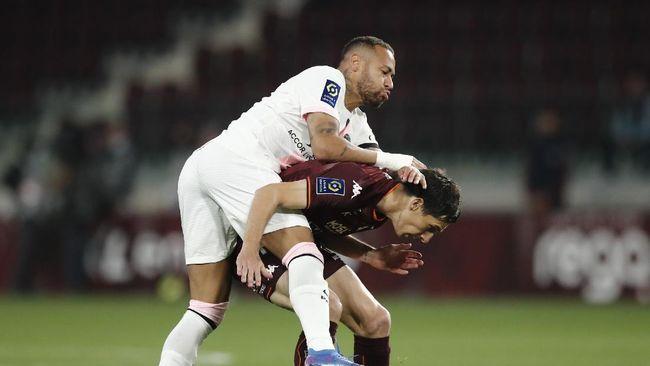 Paris Saint-Germain menang 2-1 atas Metz dalam lanjutan Liga Prancis di Stadion Saint Simphorine, Kamis (23/9) dini hari waktu Indonesia.