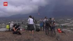 VIDEO: Warga Nobar Letusan Gunung Berapi Cumbre Spanyol