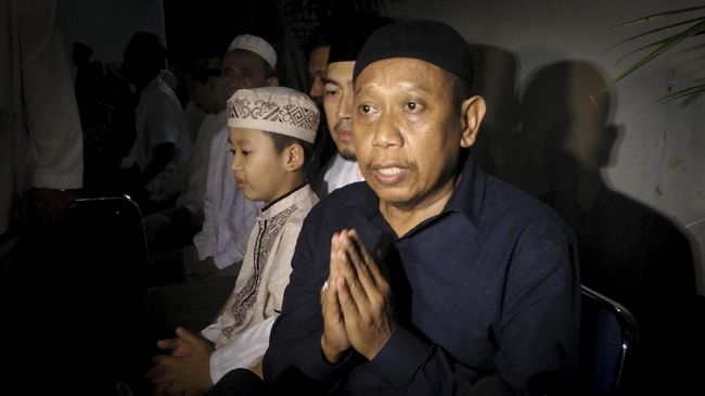 Anak Tukul, Egha Prayudi kepada media menyatakan keadaan terkini dari Tukul Arwana usai jalani operasi di RS.