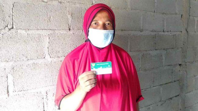 Buruh di perusahaan sawit asal Jambi, Absah merasa aman sebagai peserta JKN-KIS karena bisa dibutuhkan mendadak jika sewaktu-waktu harus berobat.