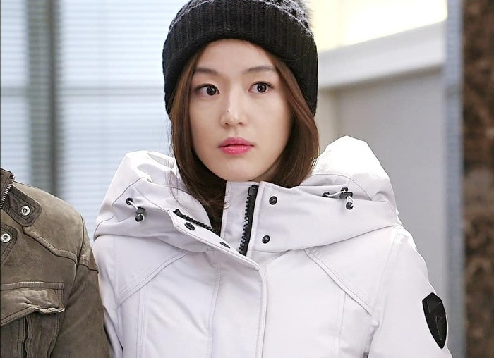 Cheon Song Yi, artis dengan tingkah ajaib tapi bikin