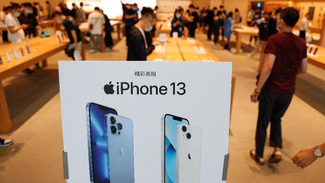 Apple berpeluang memangkas produksi iPhone 13 sebanyak 10 juta unit akibat krisis chip global.