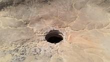 Manusia Pertama Sampai Dasar Sumur Neraka Yaman