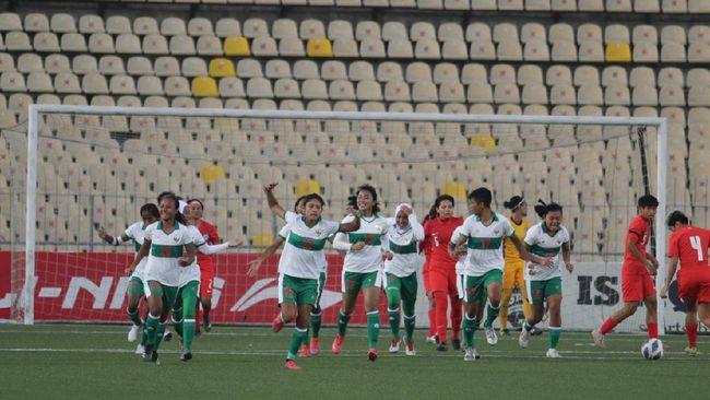 Timnas sepak bola putri Indonesia menang 1-0 atas Singapura dalam kualifikasi Piala Asia 2022 di Stadion Republican Central, Dushanbe, Tajikistan, Jumat (24/9).