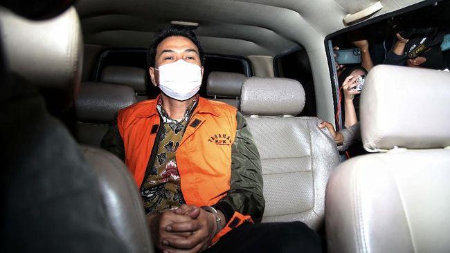 Total harta Azis Syamsuddin sebanyak Rp100,3 miliar, Rp3,5 miliar di antaranya merupakan kendaraan seperti moge dan mobil mewah Toyota.