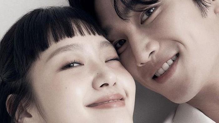 Nama Ahn Bo-hyun sendiri melambung ketika mendapatkan nominasi Best New Actor di Baeksang Awards untuk peran antagonis, Jang Geun-won di Itaewon Class. Jadi tidak sabar melihat akting Bo-hyun di Yumi's Cell ya, Beauties! / foto: instagram.com/ellekorea