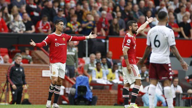 Cristiano Ronaldo menunjukkan reaksi sebagai seorang pemimpin usai Bruno Fernandes gagal penalti di Manchester United vs Aston Villa.
