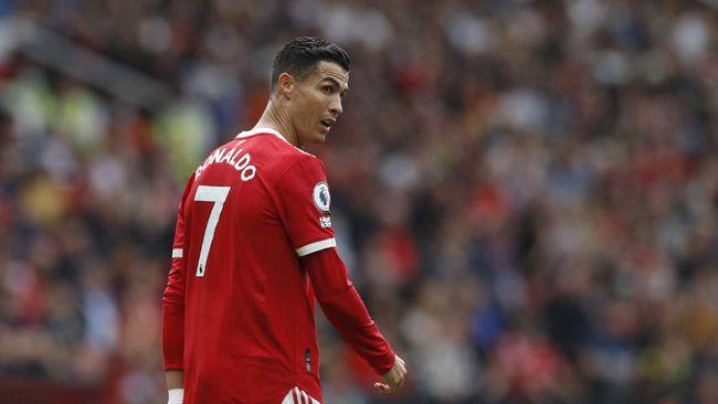 Cristiano Ronaldo ditantang Emiliano Martinez untuk menendang penalti sebelum Bruno Fernandes gagal mengeksekusi tendangan dari titik 12 pas.