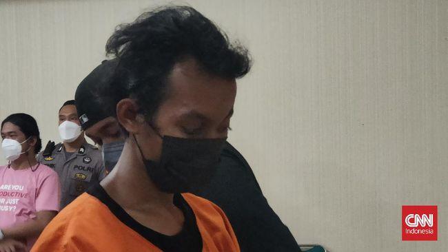 Tes urine tersangka pembakaran mimbar Masjid Raya Makassar, KB (22), positif mengandung zat narkotika. Selanjutnya dia menjalani pemeriksaan darah di Labfor.