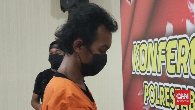 Pelaku pembakaran mimbar Masjid Raya Makassar ditetapkan sebagai tersangka. Pria 22 tahun itu terancam hukuman pidana 15 tahun penjara.