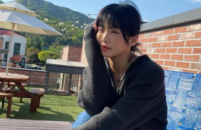 Aiki dikenal sebagai sosok leader yang tangguh. Meskipun terpaut cukup jauh, wanita kelahiran tahun 1989 ini mampu mengayomi para anggota 'Hook' yang berusia jauh lebih muda darinya./Foto: instagram.com/aiki_kr