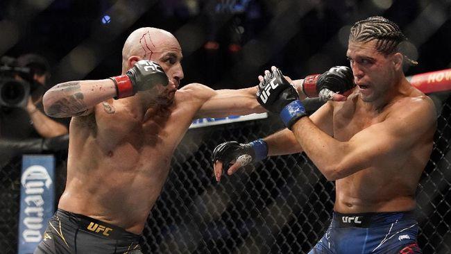 Debat mengenai bayaran petarung UFC sangat murah dibanding atlet tinju kembali muncul usai UFC 266. Debat terjadi antara Dana White dengan Oscar De La Hoya.