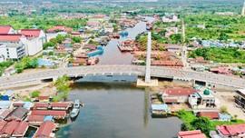 Jokowi Resmikan Jembatan Sei Alalak Bernilai Rp278 Miliar