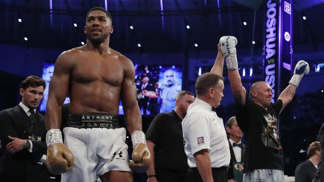 Anthony Joshua masih bertekad melawan Tyson Fury setelah dihajar Oleksandr Usyk dalam duel perebutan sabuk juara kelas berat di Stadion Tottenham.