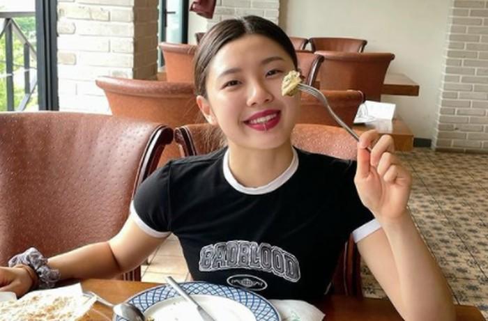 Meskipun sempat diremehkan karena masih berusia muda, gadis kelahiran tahun 1998 ini punya kemampuan memimpin grup yang tidak kalah profesional dengan para dancer seniornya yang lain./Foto: instagram.com/leejung_lee