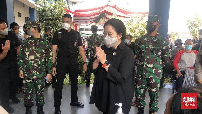 Momen saat warga menebak Puan Maharani adalah adik Megawati Soekarnoputri sontak mengundang gelak tawa di sentra vaksinasi.