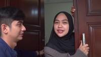 <p>Rumah tersebut berlokasi di kawasan Jakarta Selatan, Bunda. Rumah tersebut akan menjadi tempat tinggalTeuku Ryan yang diketahui sudah pindah ke Jakarta sejak beberapa minggu lalu dan akan melanjutkan S2. (Foto: YouTube Ricis Official)</p>