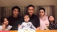<p>Teuku Rassya memiliki ibu sambung bernama Nurah Syahfirah nih, Bunda. Nurah menikah dengan ayah Rassya, Teuku Rafly Pasya, dan dikaruniai tiga anak. (Foto: Instagram @nourahsheivirah)</p>