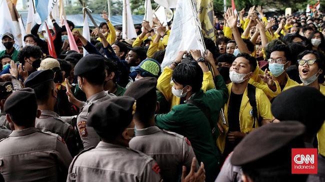 Mahasiswa dari Palembang hingga Mataram rela datang ke Jakarta untuk demonstrasi meminta agar 57 pegawai KPK tidak dipecat.