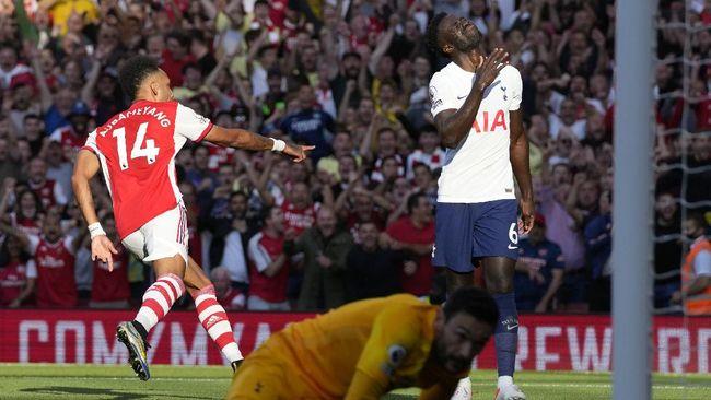Klasemen Liga Inggris mengalami perubahan usai Arsenal mengalahkan Tottenham Hotspur 3-1 di Stadion Emirates.