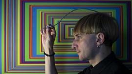 FOTO: Implan Antena di Kepala untuk 'Mendengar' Warna