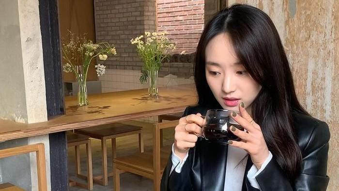 Inspirasi OOTD Girlfriend Material Ala Aktris Korea, Simpel dan Classy!