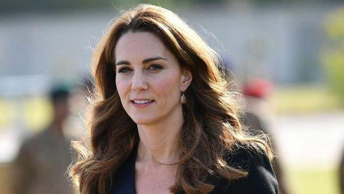Wah Ternyata Kate Middleton Juga Suka Pakai Blazer dengan Harga Terjangkau, Tertarik Kembaran?