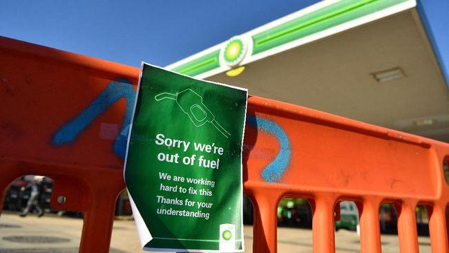 Fenomena panic buying terjadi di tengah masalah rantai pasokan BBM yang tersendat di Inggris akibat krisis kekurangan sopir truk pengangkut.