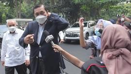 Luhut Terbang ke AS, Jajaki Borong 3 Obat Covid untuk RI