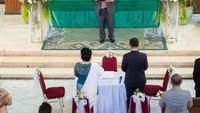 <p>Sebelumnya, Joy Tobing dan Cahyo Permono juga sudah melakukan prosesi menuju pernikahan di gereja. (Foto: Instagram @joydestinytobing)</p>