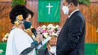 <p>Prosesi pernikahan Joy Tobing dilakukan secara bertahap. Setiap acara digelar dengan mengikuti protokol kesehatan. (Foto: Instagram @joydestinytobing)</p>