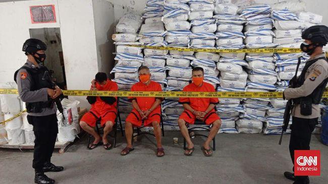 Dua Mega-pabrik psikotropika di Yogyakarta disebut bisa menghasilkan 420 Juta butir obat ilegal per bulan dengan peredaran Jawa hingga Kalimantan.