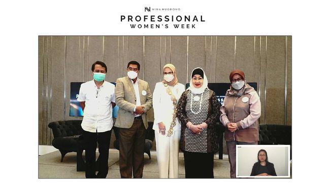 Acara Puncak Professional Women's Week (PWW) 2021 berlangsung sukses dengan menghadirkan diskusi panel dan gelaran fashion show koleksi Nina Nugroho.