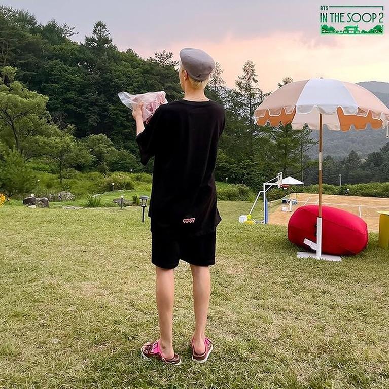 Serial liburan para member BTS di 'IN THE SOOP' akan tayang bulan ini. Yuk intip potret teaser keseruan mereka!