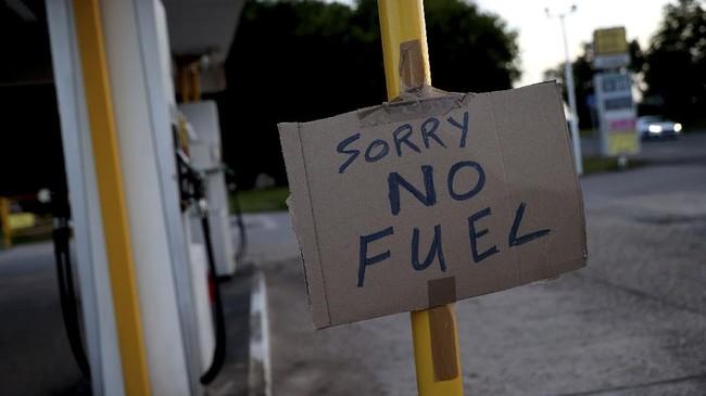 FOTO: Pemandangan Kelangkaan BBM di Inggris