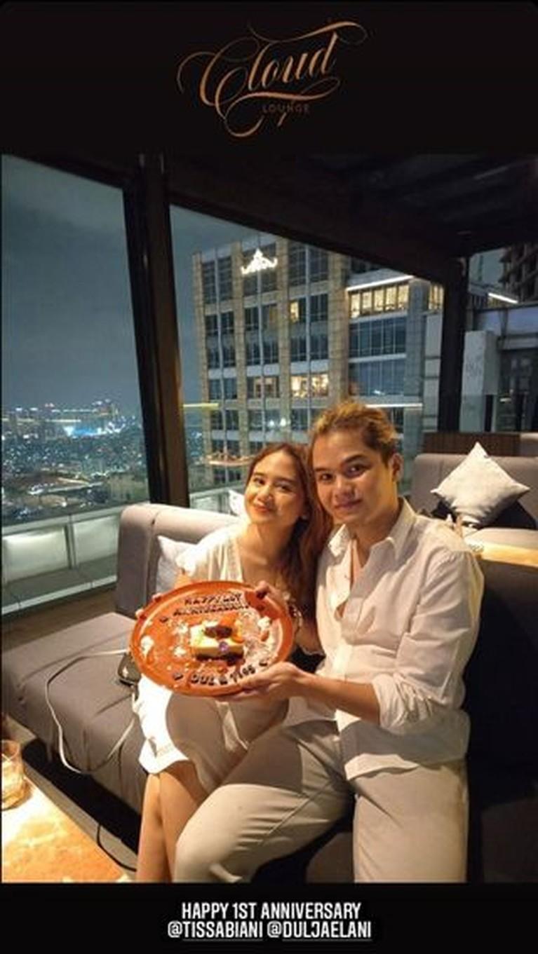 Dul Jaelani dan Tissa Biani baru saja merayakan anniversary hari jadian mereka. Yuk kita intip potret romantis mereka!