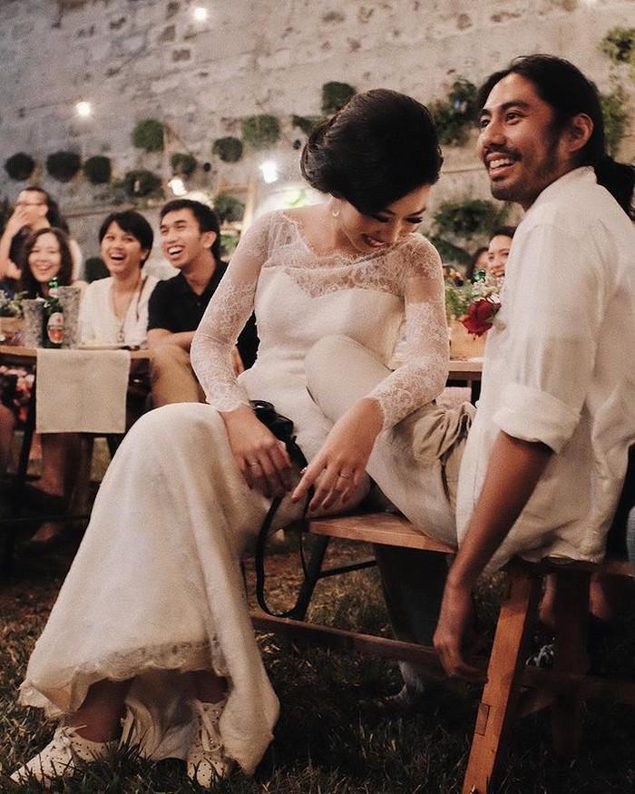 Pada tahun 2015, Rara Sekar resmi menikah dengan Ben Laksana. Pernikahan yang intim, santai dan dihadiri teman terdekatnya merupakan impian Rara. Pesta di halaman belakang disulap jadi resepsi pernikahan yang cantik. / foto: instagram.com/rarasekar