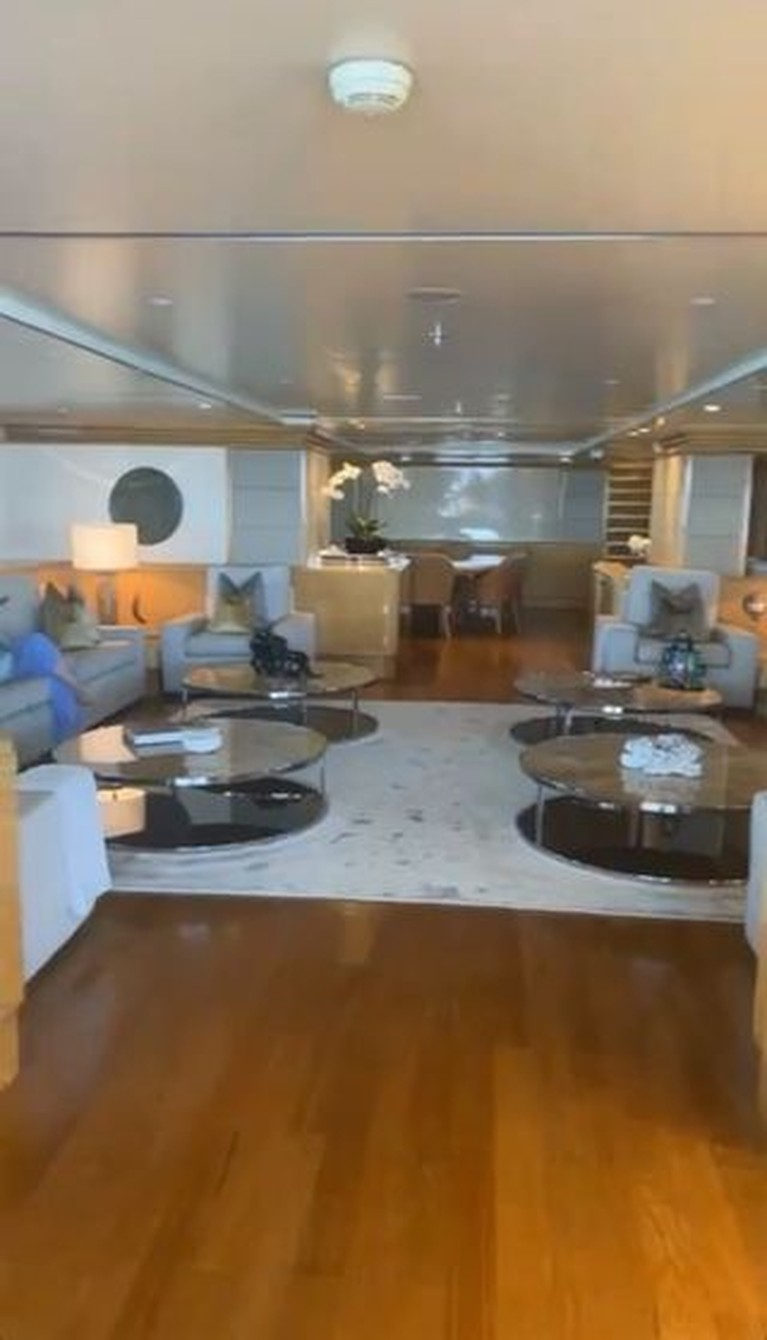 Rachel Vennya baru saja merayakannya ulang tahunnya di sebuah kapal pesiar mewah bak hotel bintang lima. Yuk intip!