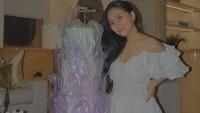 <p>Dalam perayaan ulang tahun tersebut, warna putih dijadikan <em>dress code</em> pilihan Rachel, Bunda. Semua yang hadir mengenakan pakaian berwarna tersebut. (Foto: Instagram @rachelvennya)</p>