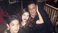 <p>Teuku Rafly menikah dengan Nurah Syahfirah usai bercerai dari Tamara Bleszynski. Nurah menjadi Bunda sambung bagi putra mereka, Teuku Rassya. (Foto: Instagram: @nourahsheivirah)</p>