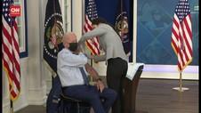 VIDEO: Presiden Joe Biden Terima Booster Vaksin