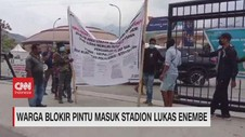 VIDEO: Warga Blokir Pintu Masuk Stadion Lukas Enembe