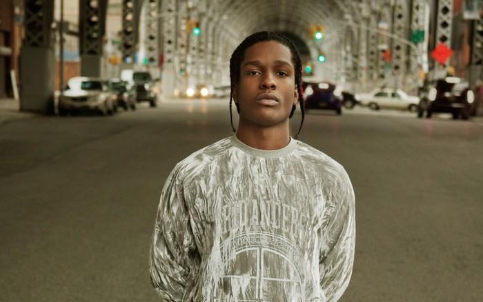 Untuk bisa berada di puncak karier seperti sekarang, A$AP Rocky belajar musik rap sejak usianya 8 tahun. Nama pria kelahiran 3 Oktober 1988 ini mulai melambung sejak duet dengan Rihanna. Oiya, selain A$AP Rocky, ada Gwen Stefani yang ulang tahun di waktu yang sama. (Foto: wallpaperacess.com)