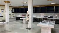 <p>Laboraturium di sekolah ini juga terlihat unggul, Bunda. Semua tampak bersih dan teratur. (Foto: YouTube: TRANS7 OFFICIAL)</p>